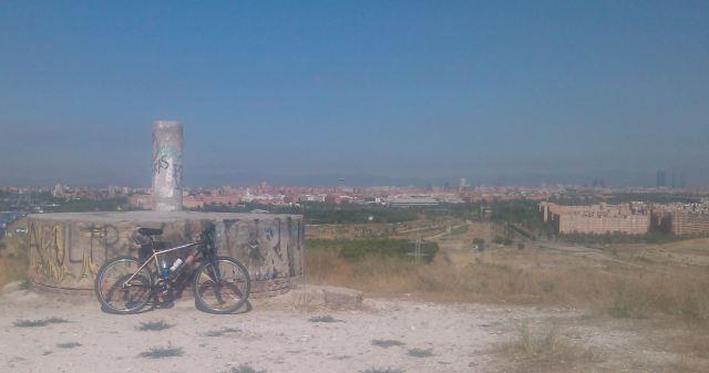 Vértice Almodovar con vistas hacia la ciudad de Madrid, Fuente Propia